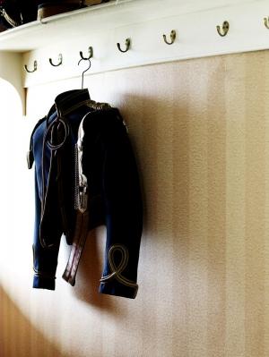 whitedressingrooms-074817