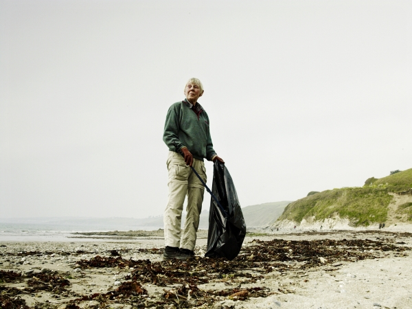 Stern_NationalTrust_WorkingHoliday_PendowerBeach_CleanUp_Seeland_Photographer_AndrewMontgomery-006165