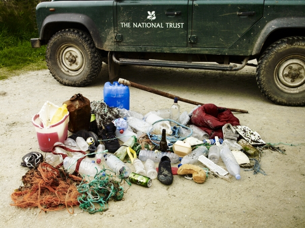 Stern_NationalTrust_WorkingHoliday_PendowerBeach_CleanUp_Seeland_Photographer_AndrewMontgomery-006246